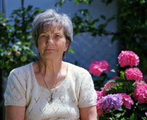 Ältere Frau mit reizdarm
